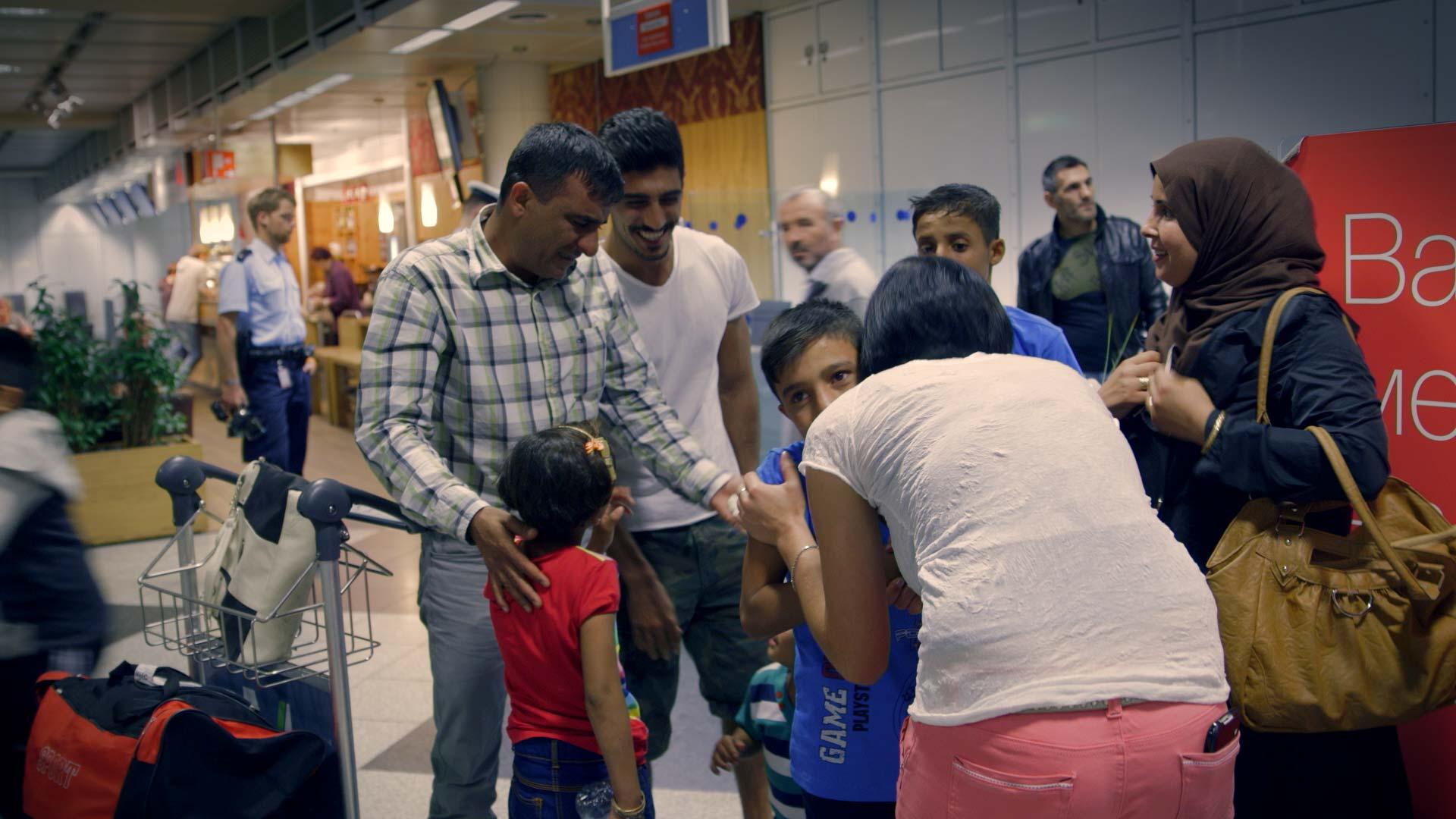 Familienzusammenführung - Ankunft der Ehefrau mit Kindern