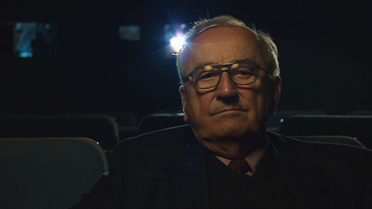 Arbeiten ohne ein Ende in Sicht - im Kino mit Blick auf die Leinwand