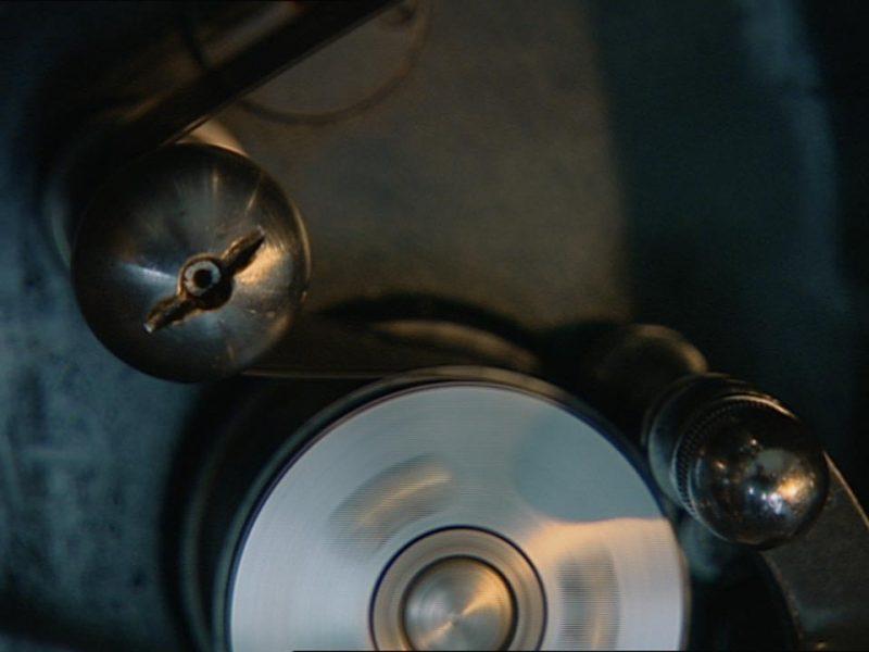 Eine Filmumlenkrolle dreht sich
