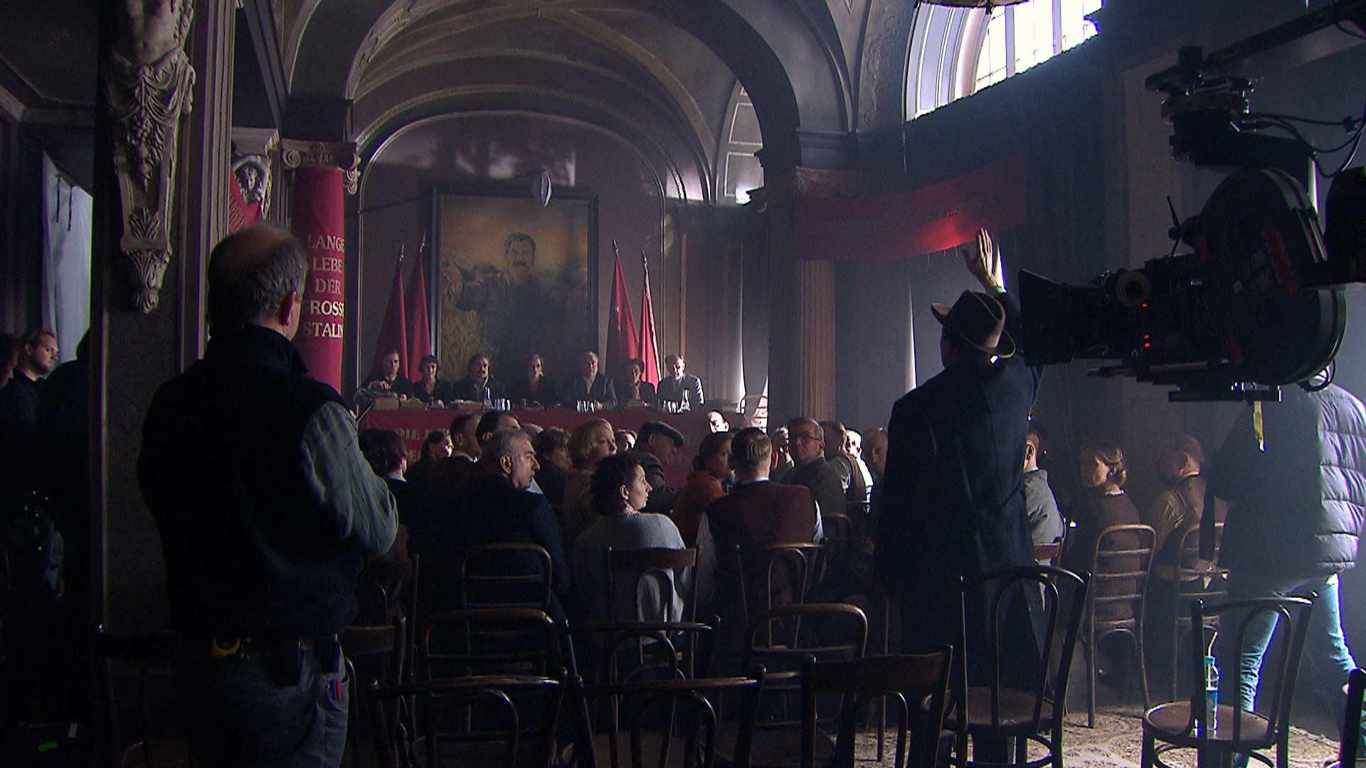 Versammlung der deutschen Kommunisten im Hotel Lux