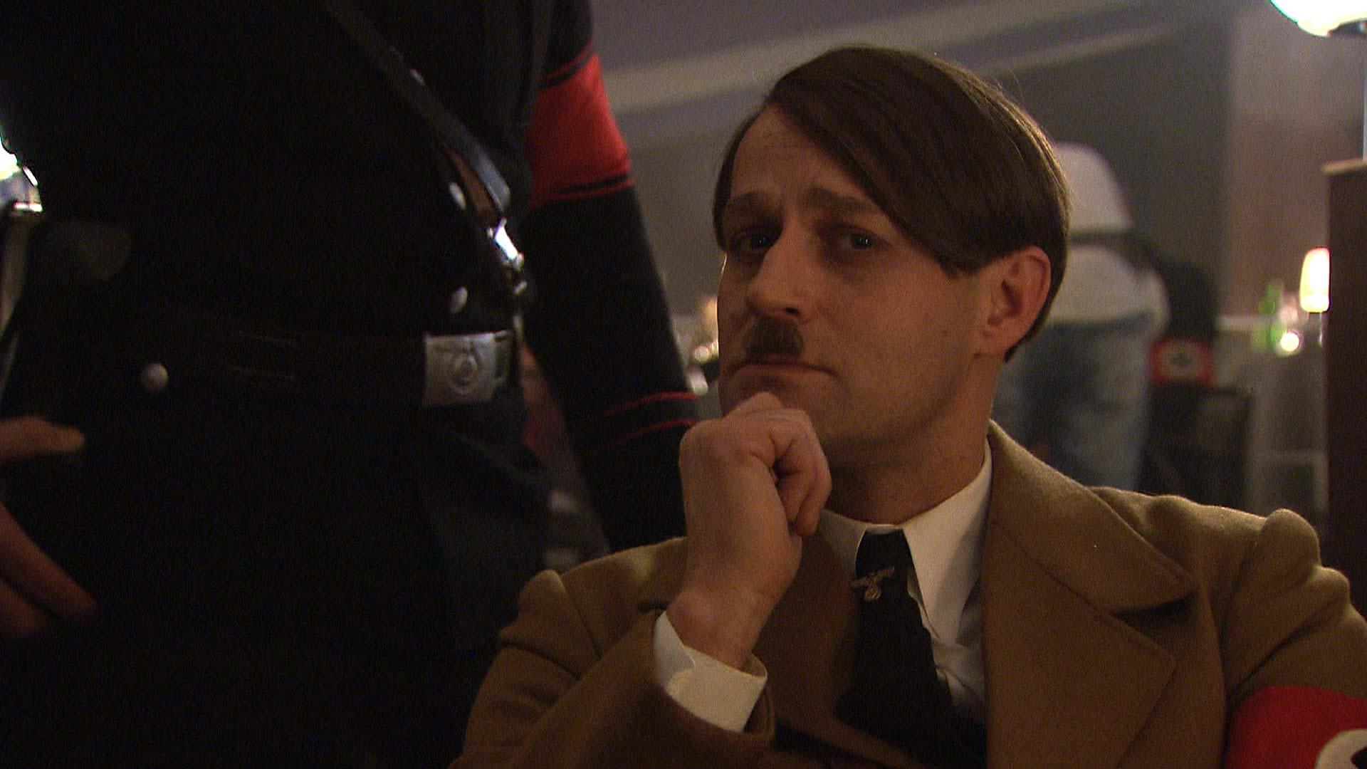 Jürgen Vogel spielt im Film Hotel Lux eine Rolle als Adolf Hitler